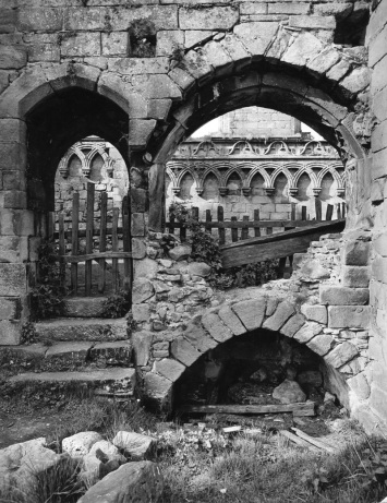 BOLTON-PRIORY-NORTH-YORKSHIRE-1959THE-RUINED-TRANSEPTS-1-C29557