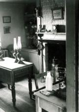 THE-KITCHEN-OF-PEGGY-ANGUSS-HOUSE-FURLONGS-NEAR-FIRLE-EAST-SUSSEX-1953-1-C26685A